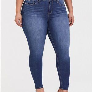 Torrid premium stretch skyhigh skinny jean size 22